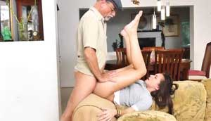 Stunning Brunette Gets Her Pussy Stretched By Older Dude